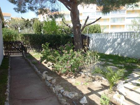 Port leucate villa mitoy t5 contemporaine jardin for Jardin villa contemporaine