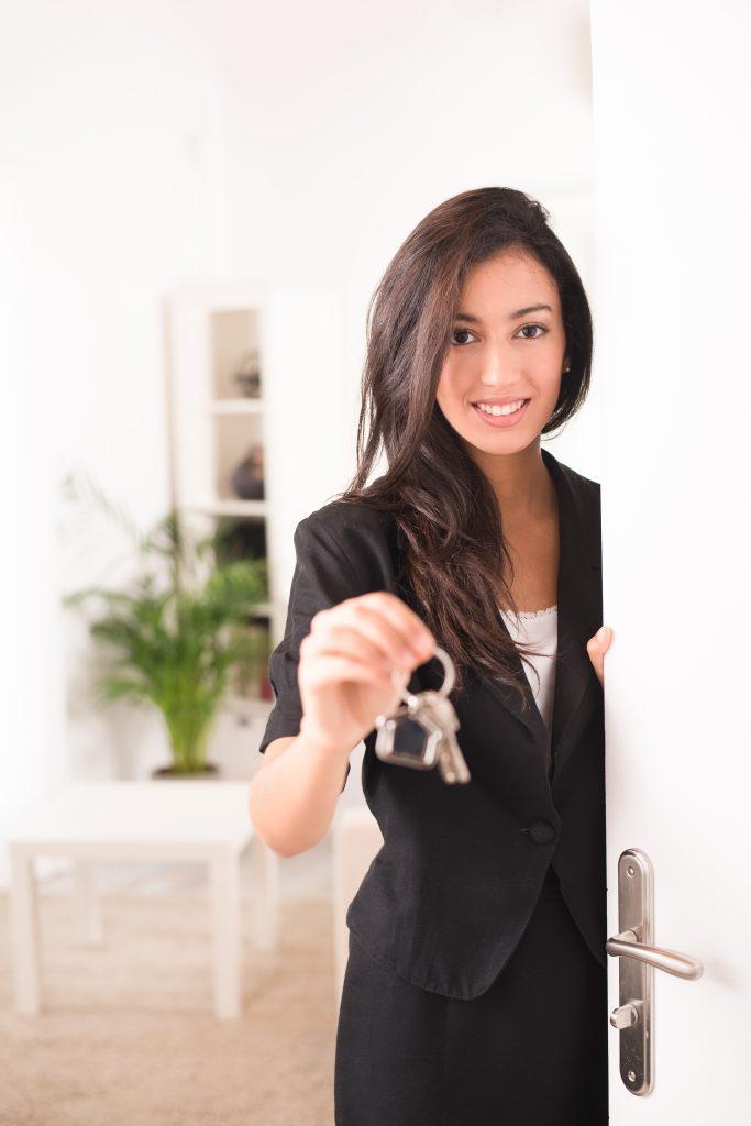 est ce une bonne id e de vendre son bien immobilier seul. Black Bedroom Furniture Sets. Home Design Ideas